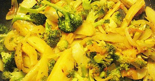 indian-style-potato-broccoli-curry